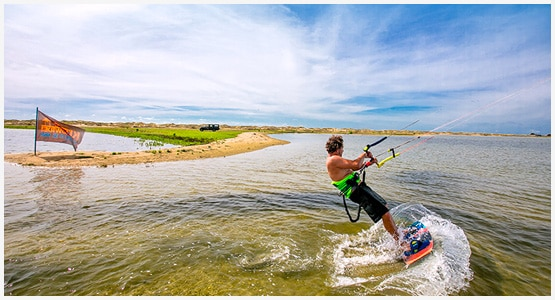 Kite-and-Windsurfing-with-sri-lankan-tour-guide