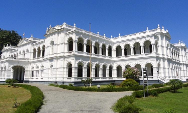 sri-lankan-tour-guide-colombo-day-tour