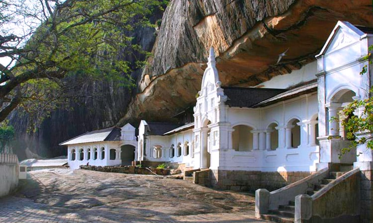 sri-lankan-tour-guide-tour-packages-4-dambulla-cave-temple