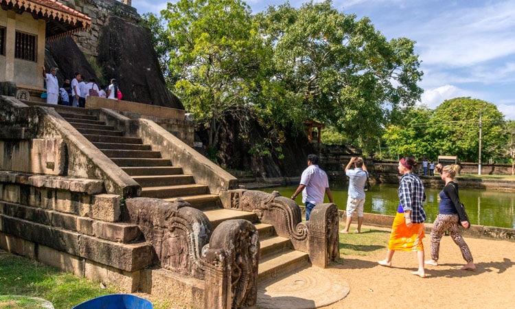 sri-lankan-tour-guide-tour-packages-5-anuradhapura